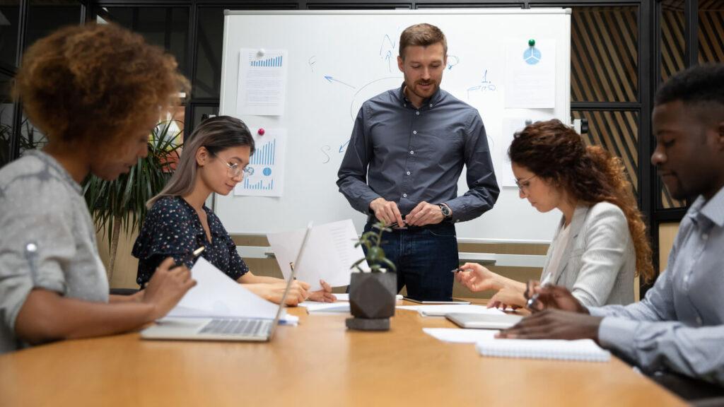 A importância dos treinamentos e palestras periódicos na empresa